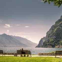 Berge am Gardasee - gewaltige Felsformationen, satte Täler